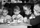 Spaarnestad Fotoarchief,  -  Kerstviering. Vier kinderen met een kersttulband - Postkaarten-set -  D1166-1
