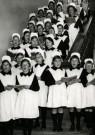 Spaarnestad Fotoarchief,  -  Weesmeisjes staan kerstliederen te zingen - Postkaarten-set -  D1194-1